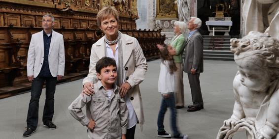 Besuchergruppe bei Klosterbesichtigung; Foto: Staatliche Schlösser und Gärten Baden-Württemberg, Niels Schubert