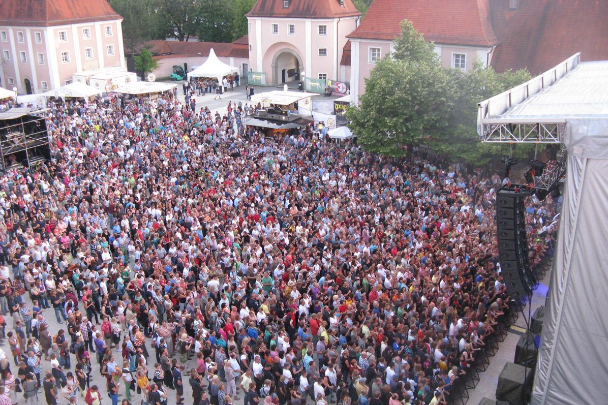Open-Air-Konzert im Klosterhof; Foto: Staatliche Schlösser und Gärten Baden-Württemberg, Ortsverwaltung Schussenried-Wiblingen