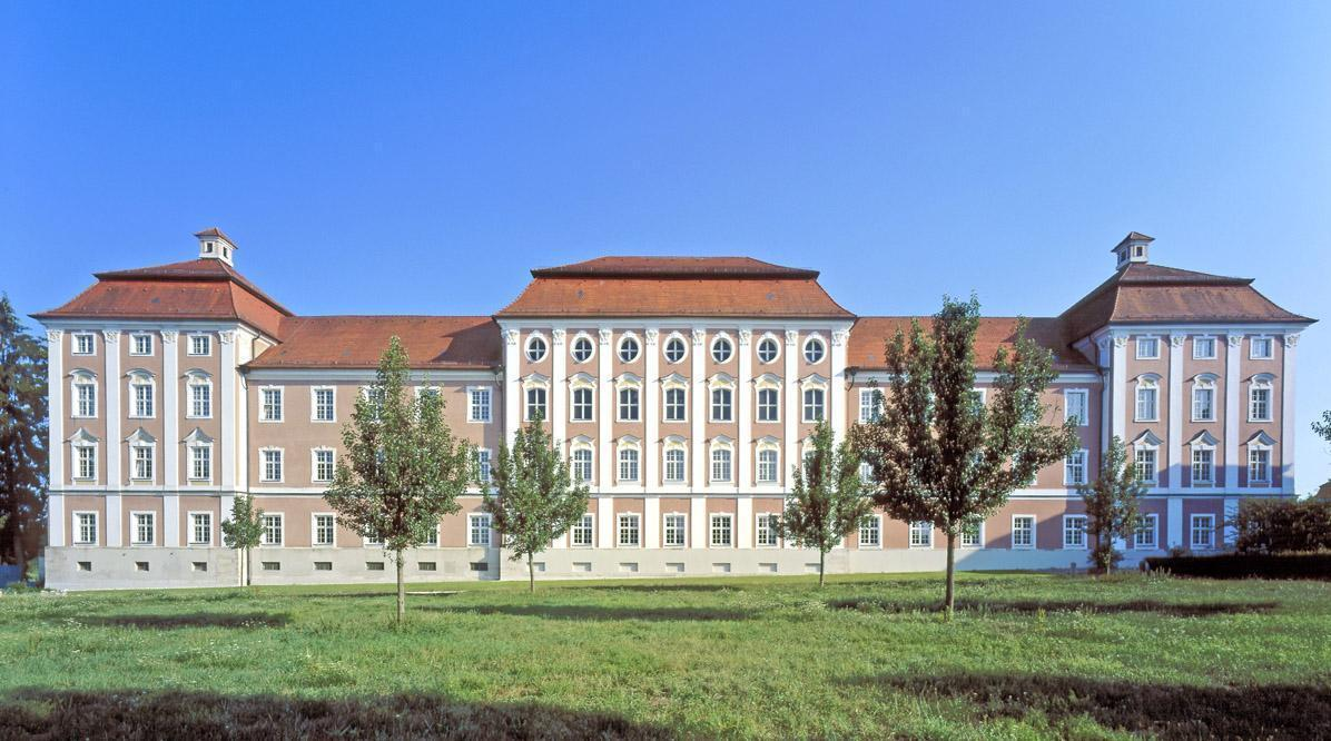 Außenansicht des Nordflügels von Kloster Wiblingen; Foto: Landesmedienzentrum Baden-Württemberg, Steffen Hauswirth