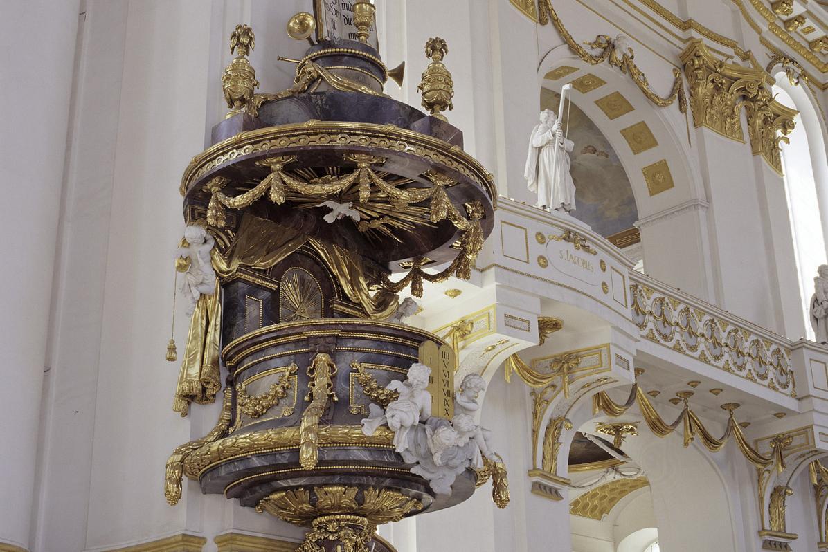 Kanzel aus Stuckmarmor am Vierungspfeiler (1781), Klosterkirche Wiblingen; Foto: Landesmedienzentrum Baden-Württemberg, Steffen Hauswirth