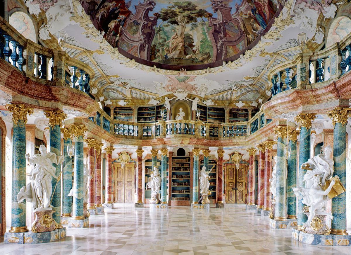 Der Bibliothekssaal in Kloster Wiblingen; Foto: Landesmedienzentrum Baden-Württemberg, Hans Steinhorst