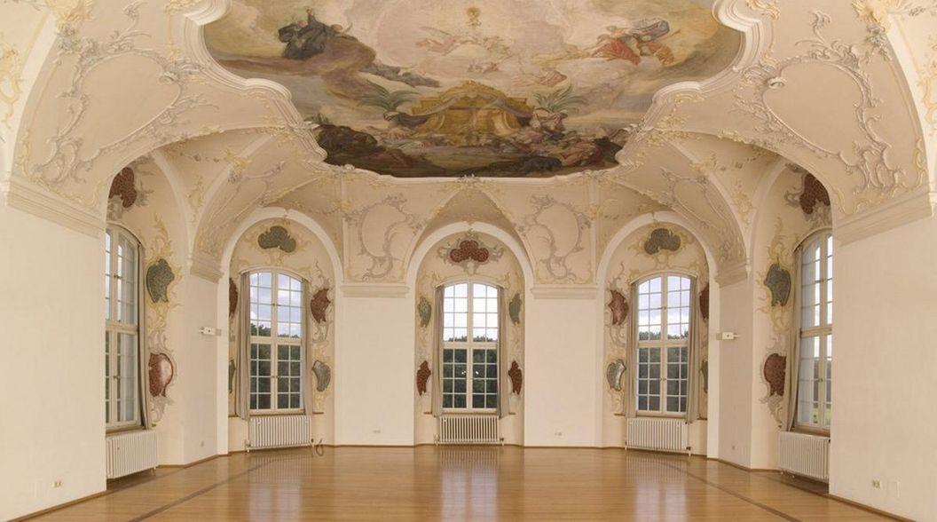 Muldengewölbe mit Deckenfresko im Kapitelsaal von Kloster Wiblingen