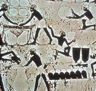 Eine ägyptische Wandmalerei aus dem Grab des Kenamom zeigt die Bierherstellung in Ägypten, etwa 1.500 v. Chr.