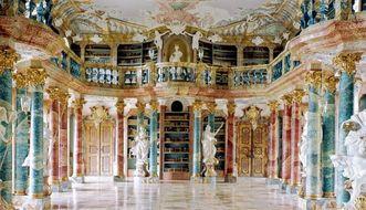 Blick in den Bibliothekssaal von Kloster Wiblingen